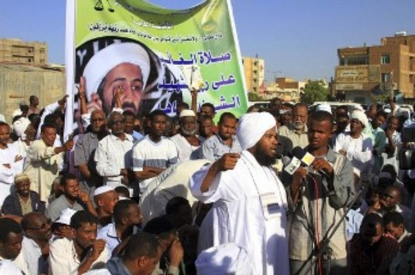 "FILE - Hardliner Islamic cleric Abdel-Hay Youssef speaks after a mass ""standing prayer"" organized by Islamic Groups to honour al-Qaeda leader Osama bin Laden, who was shot dead in Pakistan, in Khartoum May 3, 2011 (Reuters)"